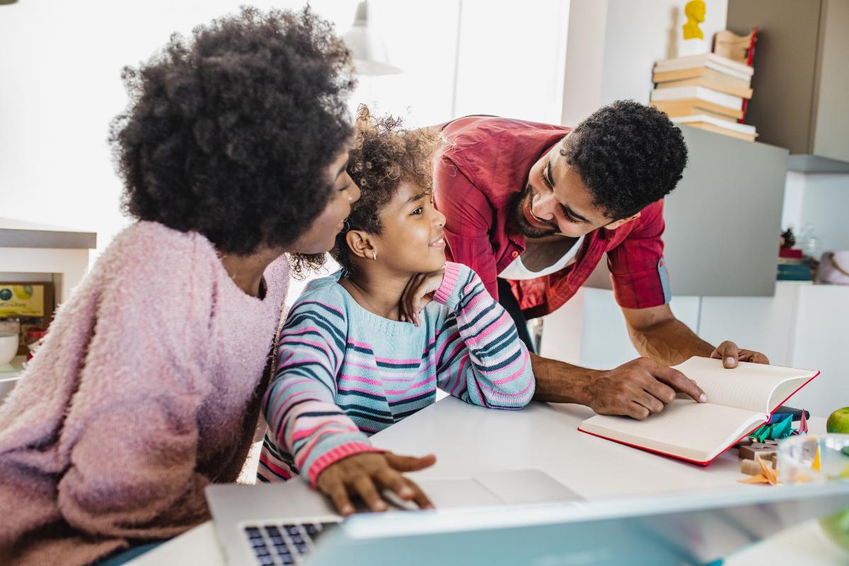Homeschooling mit Kindern_Eltern lernen mit Kind